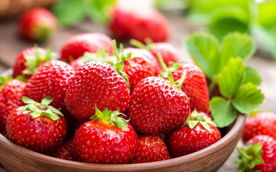 Wein trifft Erdbeere